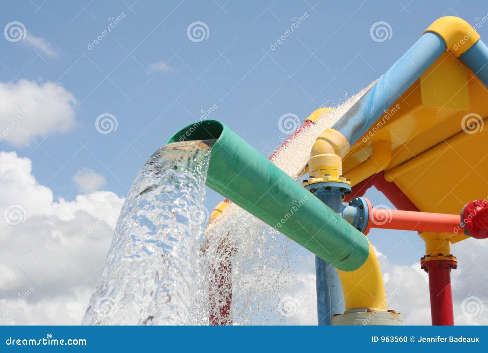 Färgrikt hällande vatten