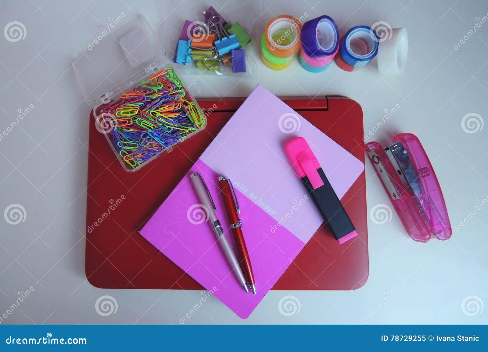 Färgrikt kontorsskrivbord