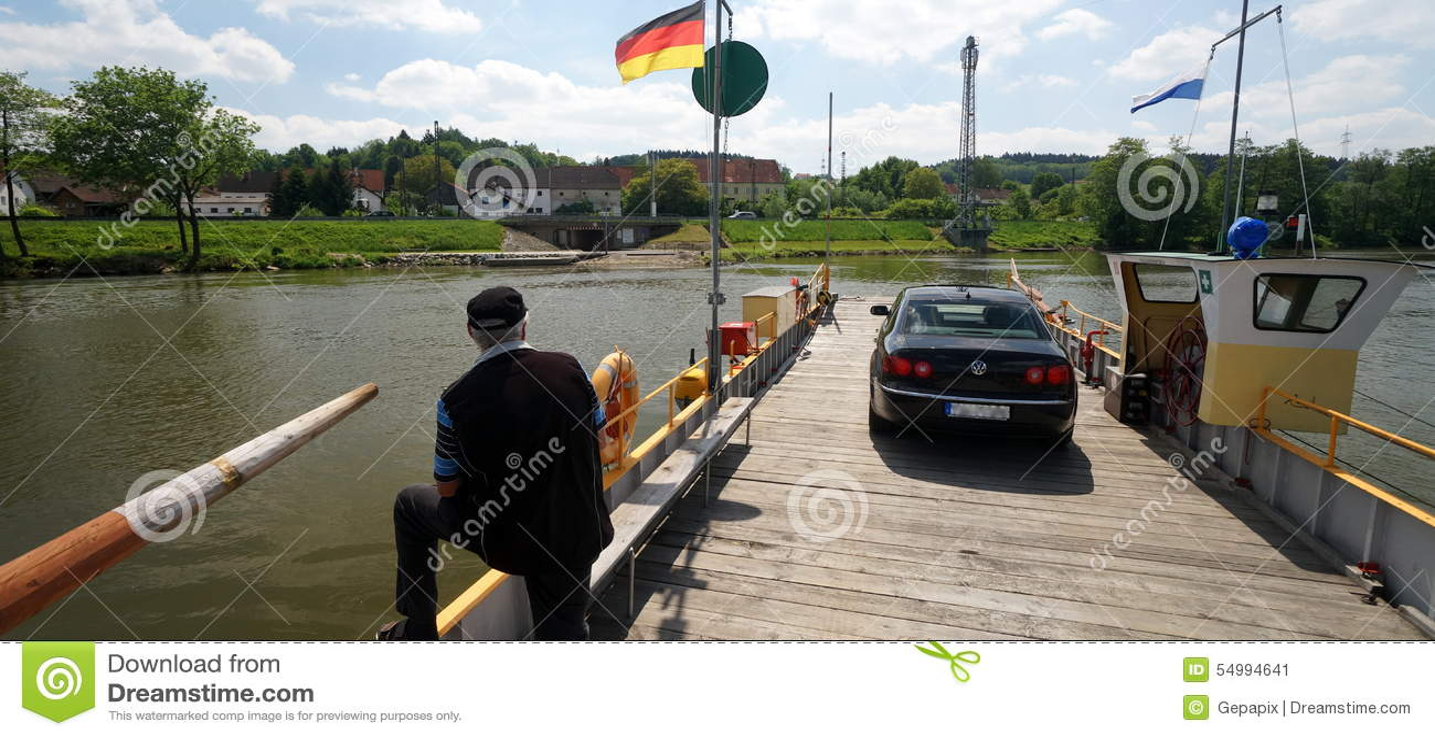 Färja över Danubet River