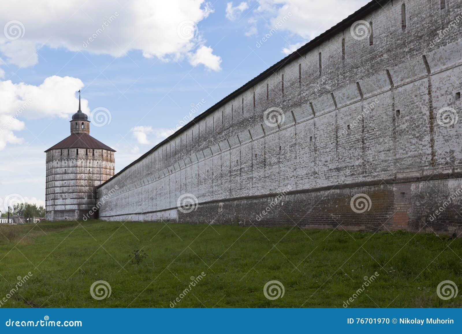 Fästningvägg och tornVologodskaya Kirillo-Belozersky kloster, Vologda region, Ryssland