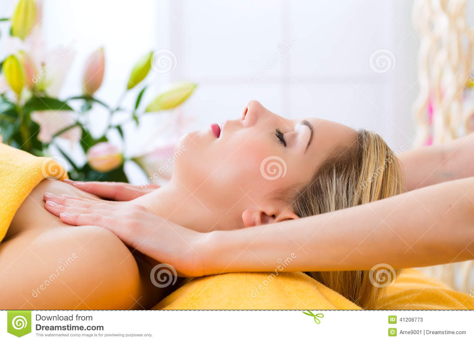 Få den head kvinnan för massagebrunnsortwellness