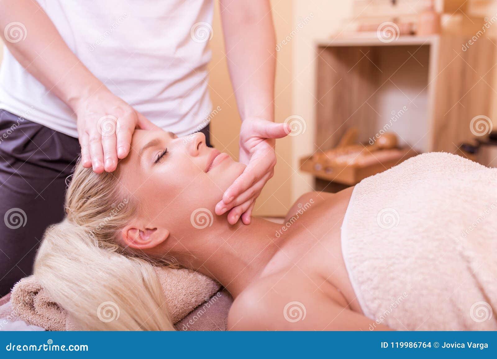 Få massagebrunnsortkvinnan