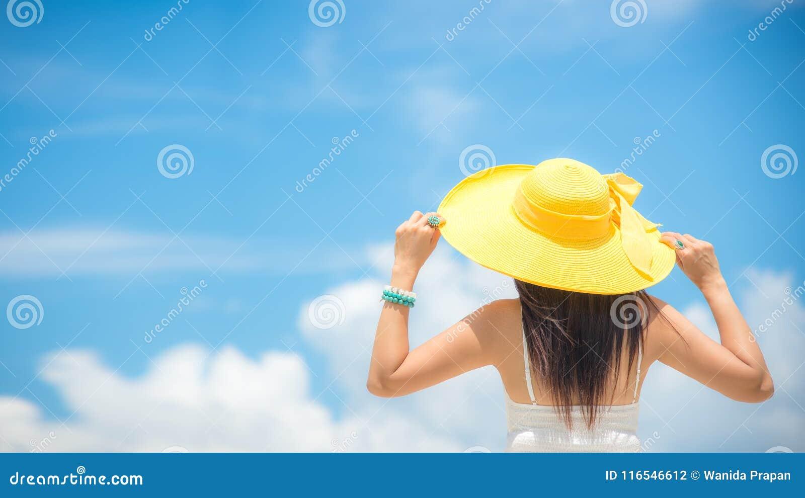 Férias de verão Mulheres asiáticas de cheiro que relaxam