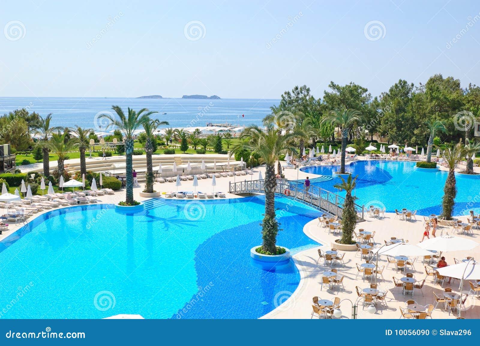 Férias de verão no recurso do mar Mediterrâneo