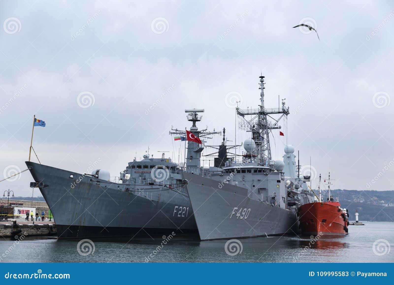 10 février/2018, port Varna, Bulgarie Est le deuxième groupe naval permanent de patrouilleurs de l OTAN SNMG2 sous les ordres de