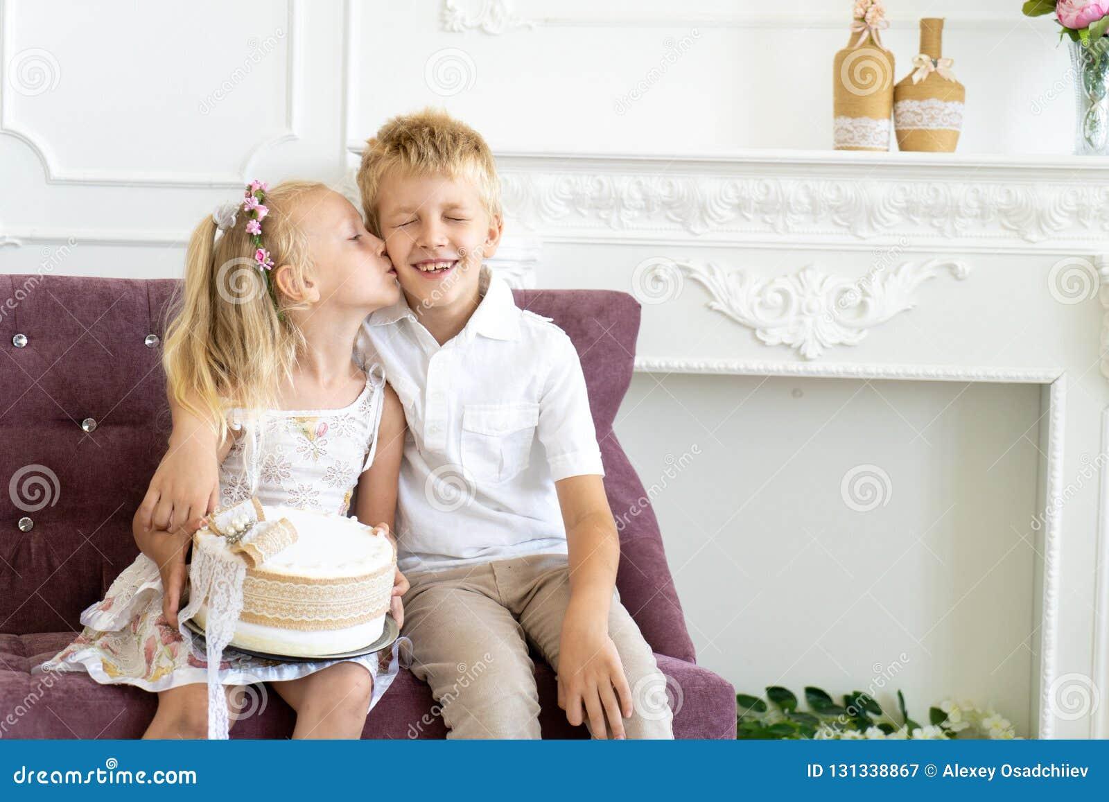 Fête Danniversaire De Frère De Soeur Image Stock Image Du