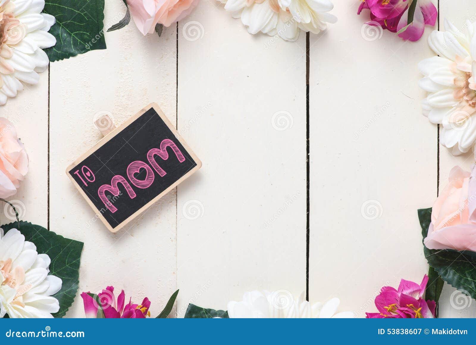Fête Des Mères Heureuse écrite Sur Le Tableau Image Stock Image Du