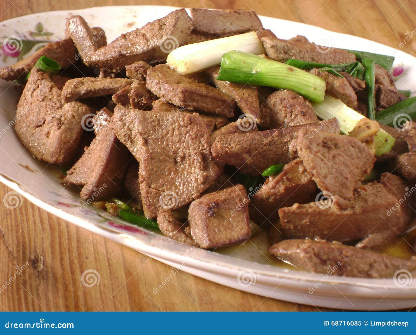 Fígado e cebola fritados de porco