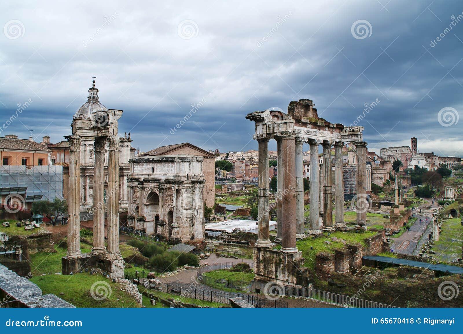 Fórum romano em Roma, Italy