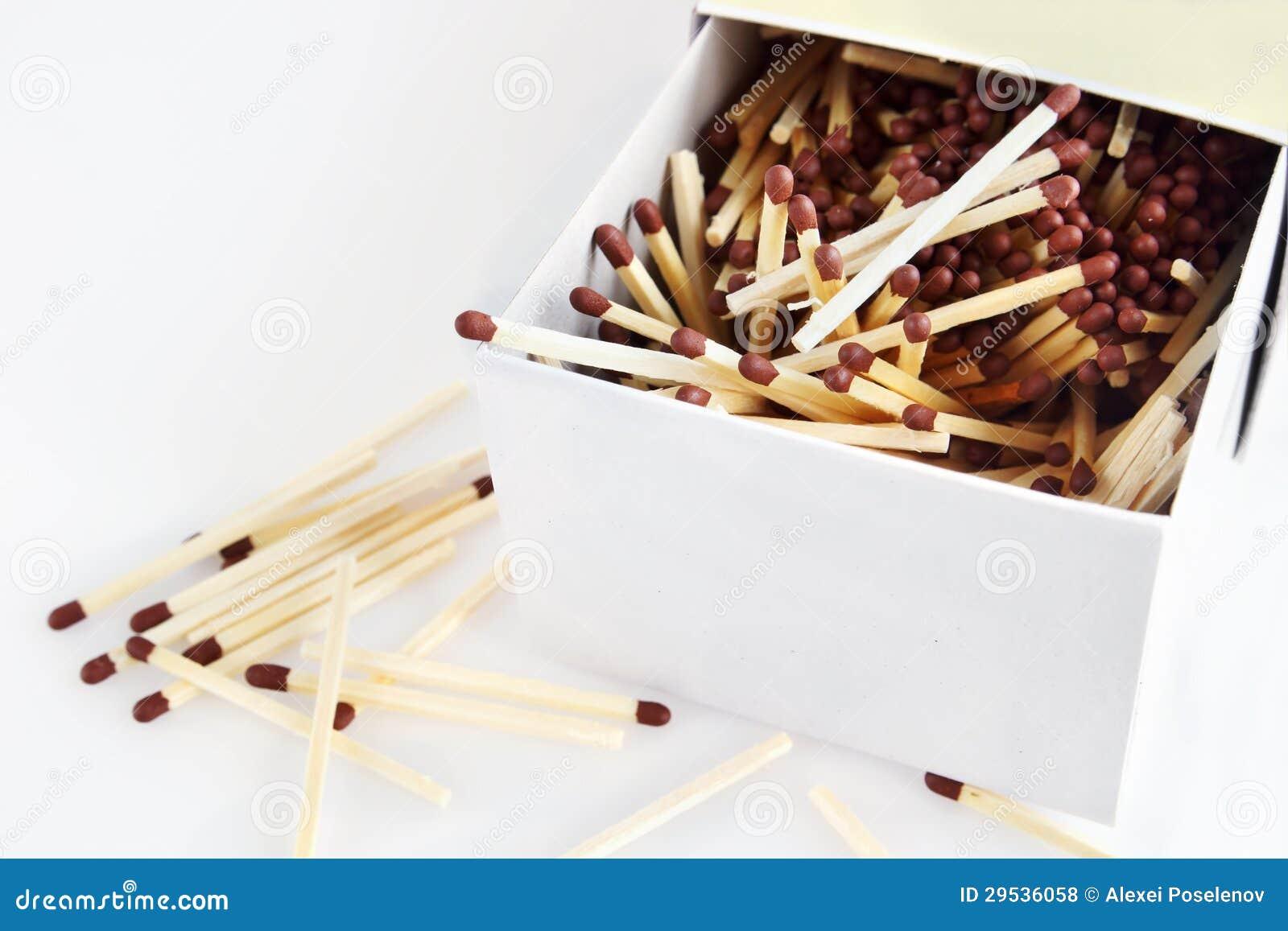 Fósforos em uma caixa grande