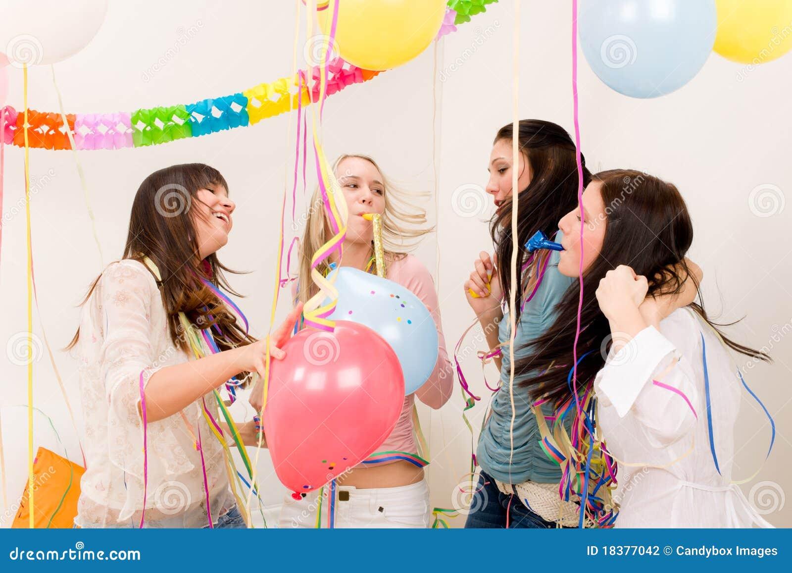 Födelsedagberömkonfettiar party kvinnan