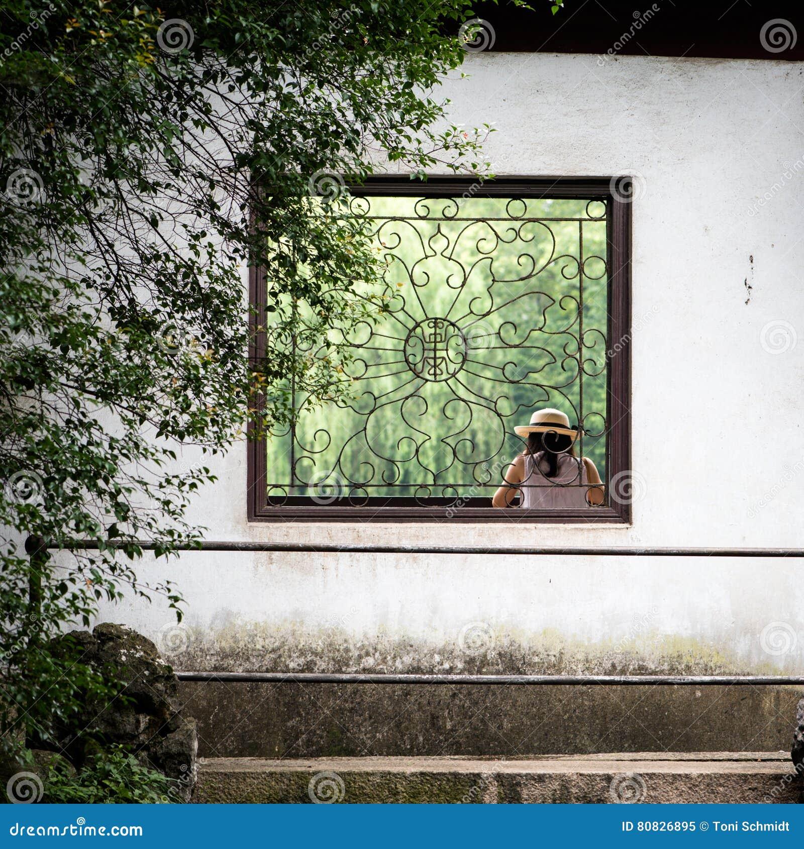 Fönster i trädgård för traditionell kines