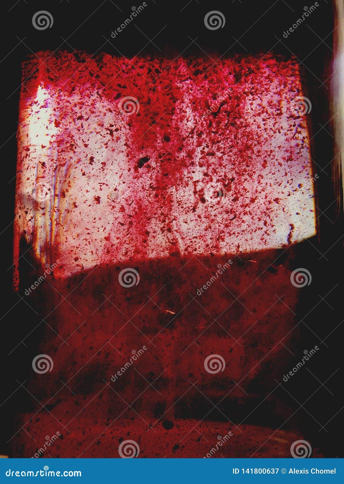 Fönster som täckas med läskig atmosfär för blod