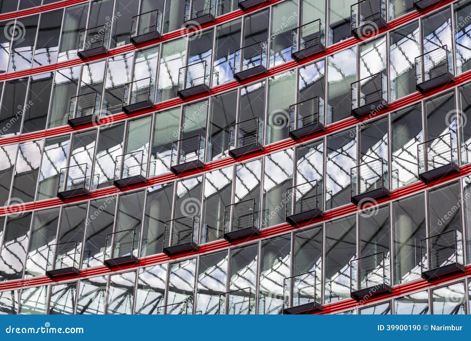 Fönsterfasad av en modern byggnad