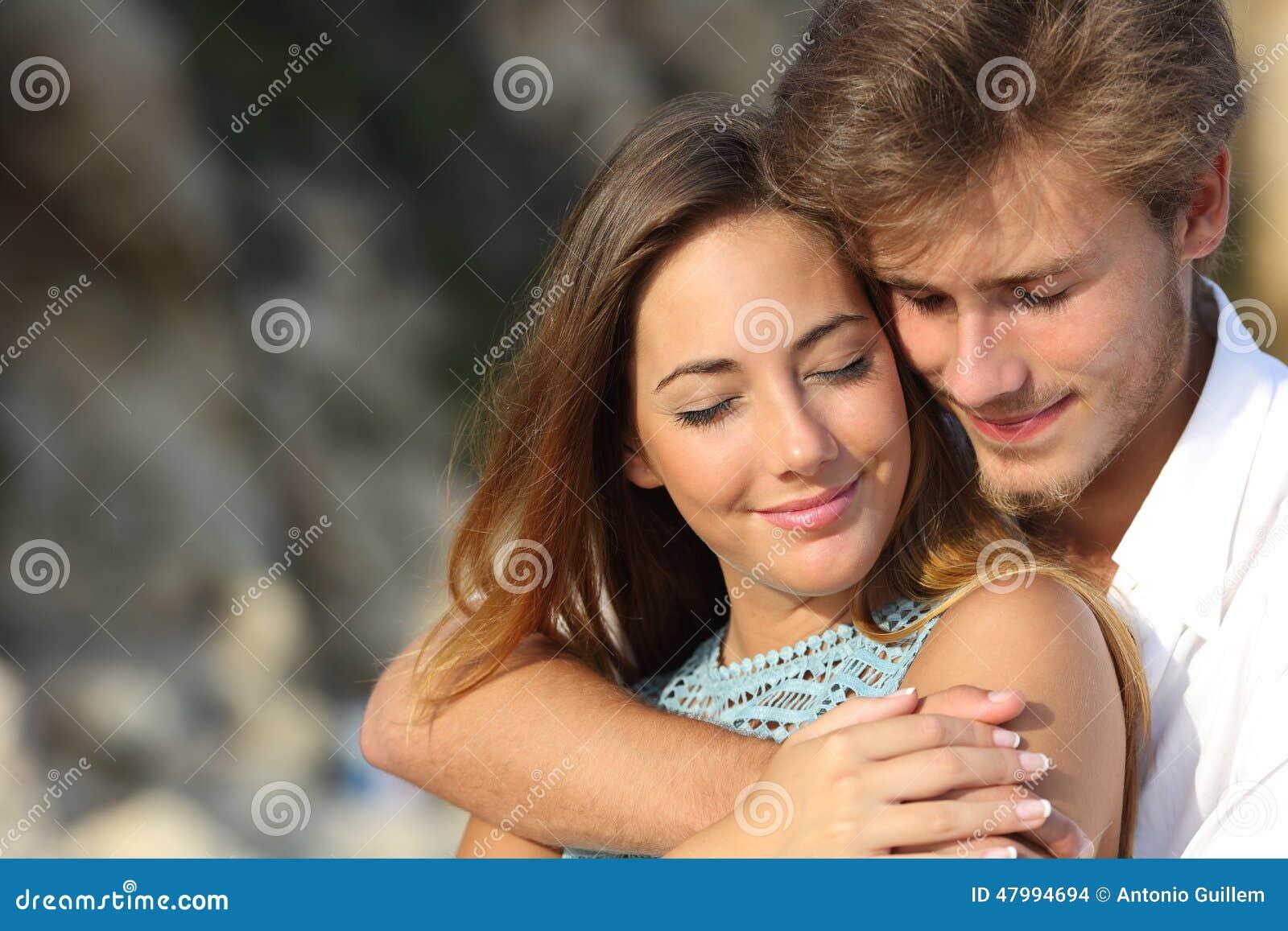 Förälskat krama för par och mening av romanens