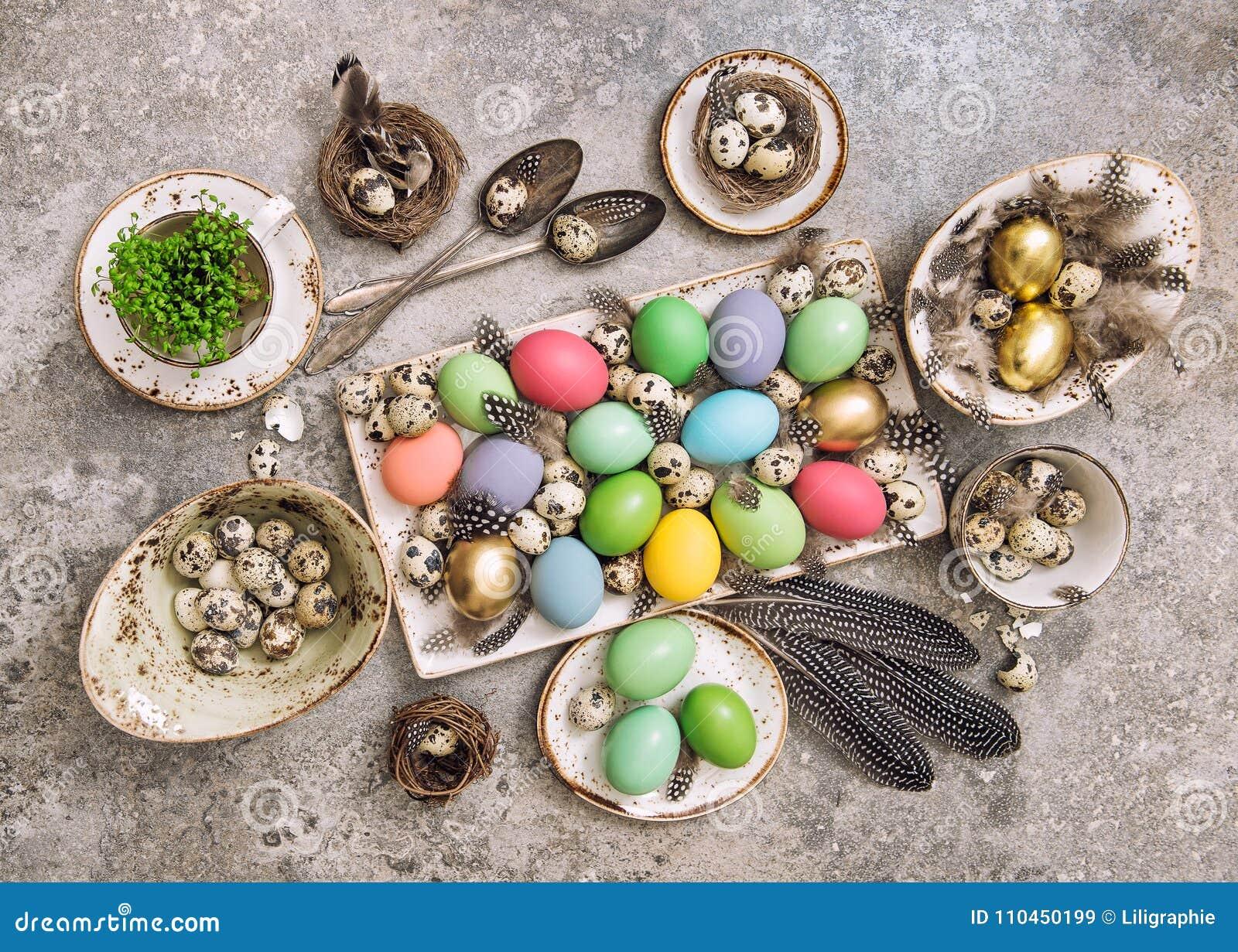 För äggfjäder för påsk garnering lekmanna- färgad lägenhet