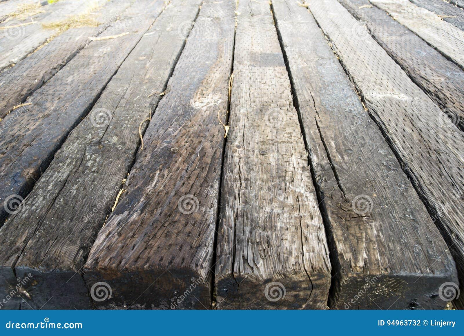 In Legno Wood Design för arkitekturkonstruktion för gamla wood järnväg