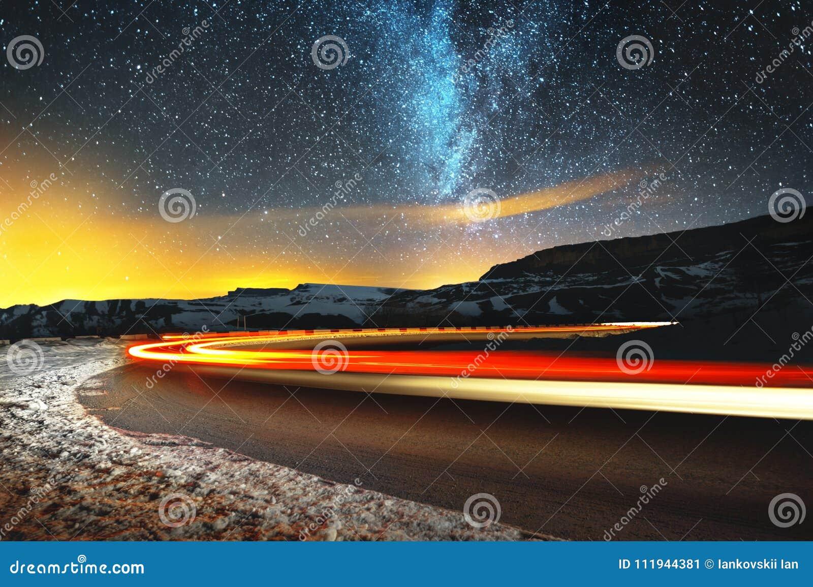 För bildinstallation för bakgrund härligt bruk för tabell för foto för natt för liggande Natthimmel med en norr halvklotVintergat