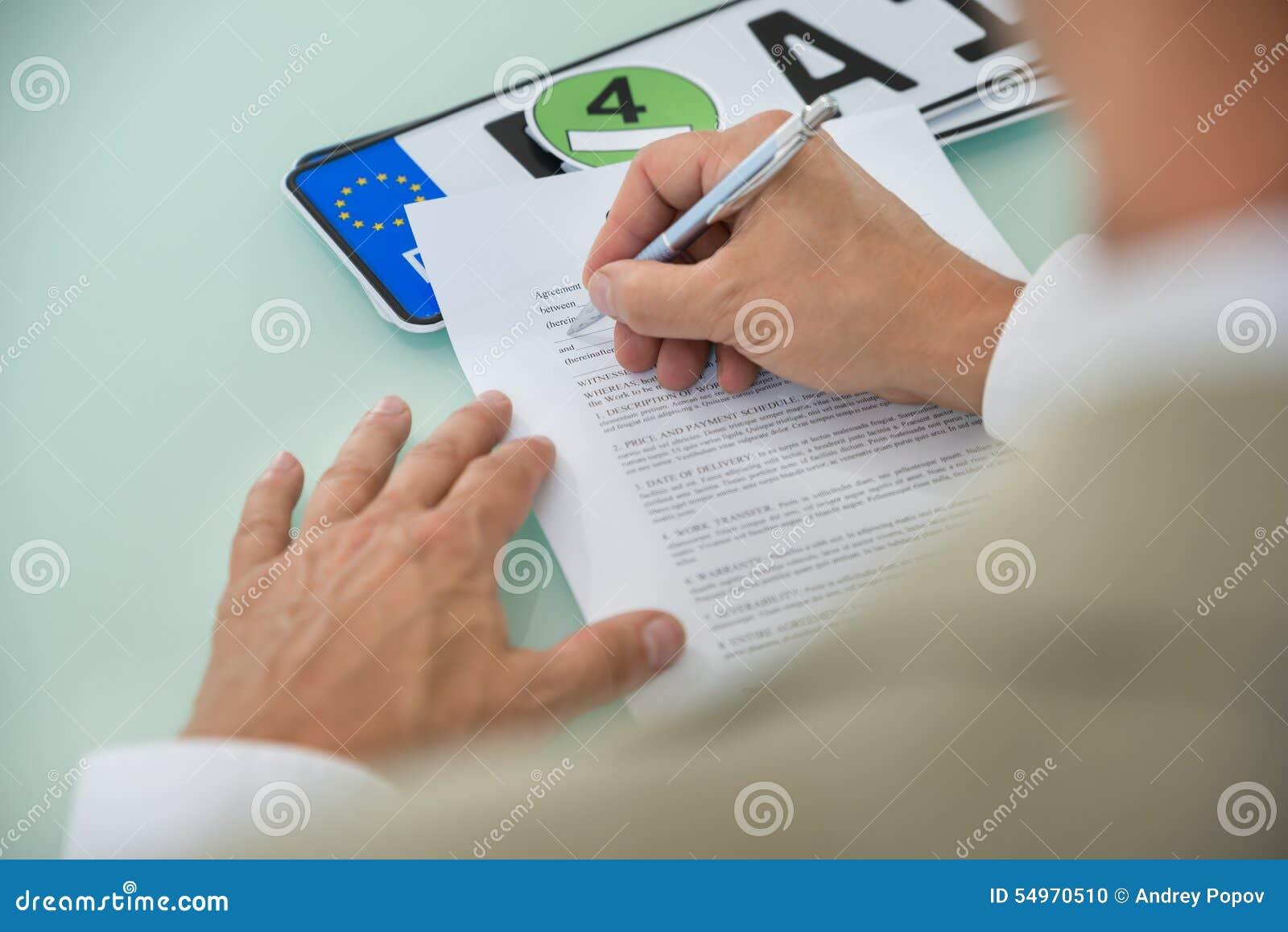 För bilförsäljning för affärsman fyllnads- form för avtal