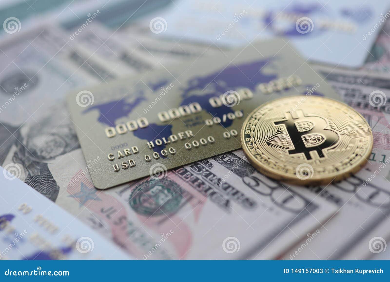 För bitcoincloseup för guld- mynt lögn på tabellen