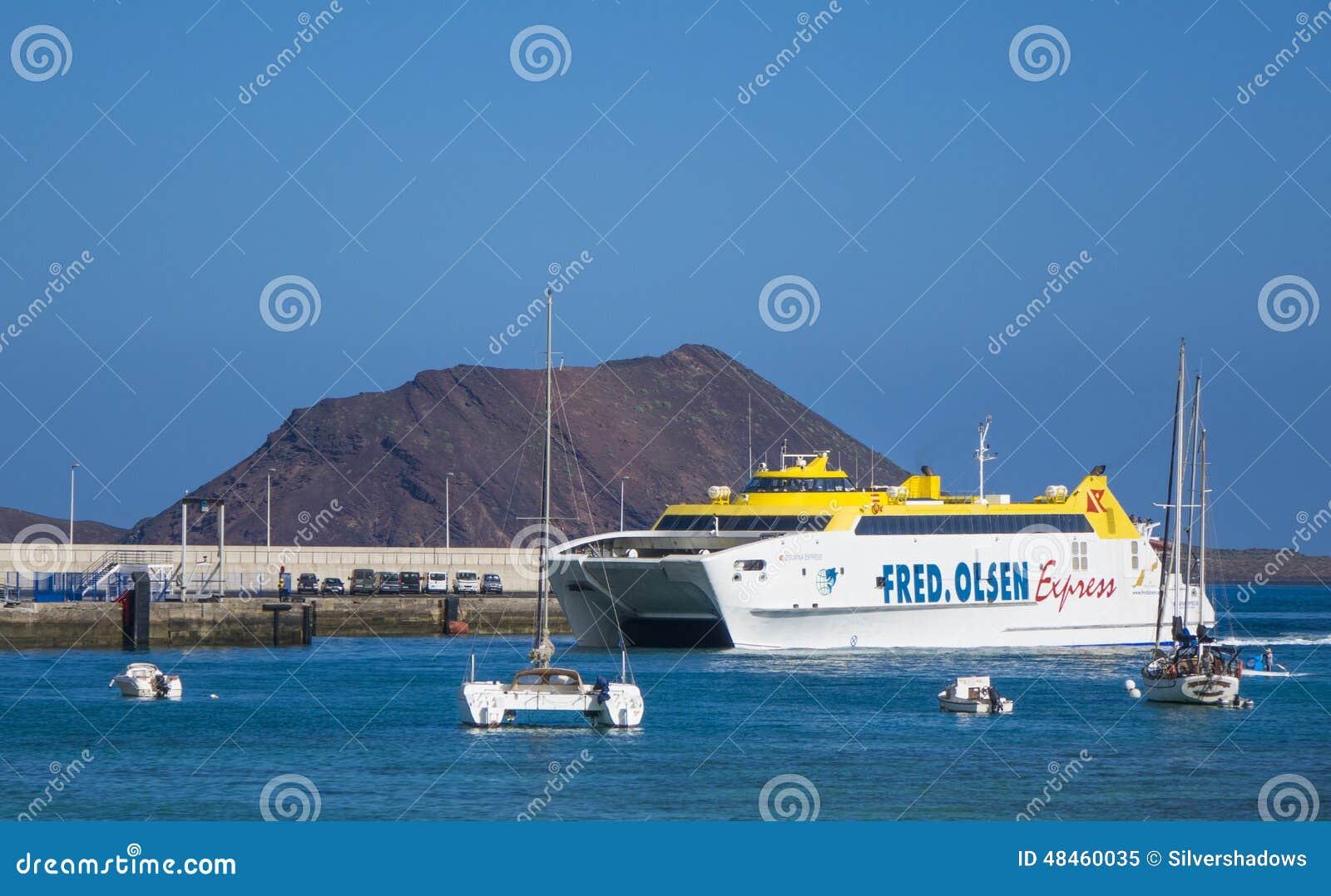 För Corralejo för Fred-Olsen uttrycklig bilfärja hamn hamn
