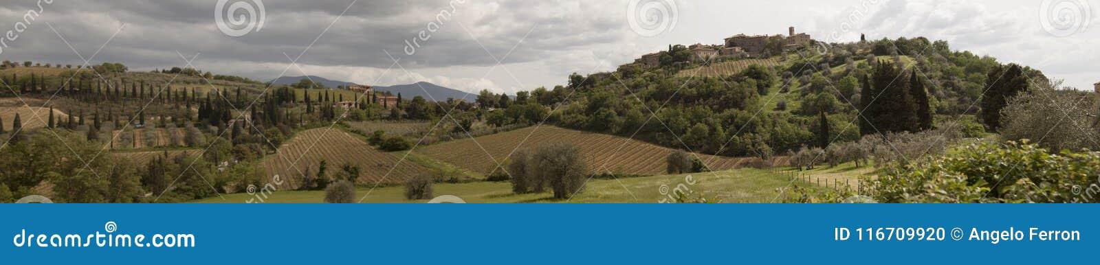 ` För den bråkdelCastelnuovo dellen minskar kommunen av ` för den Montalcino bråkdelCastelnuovo dellen minskar kommunen av Montal