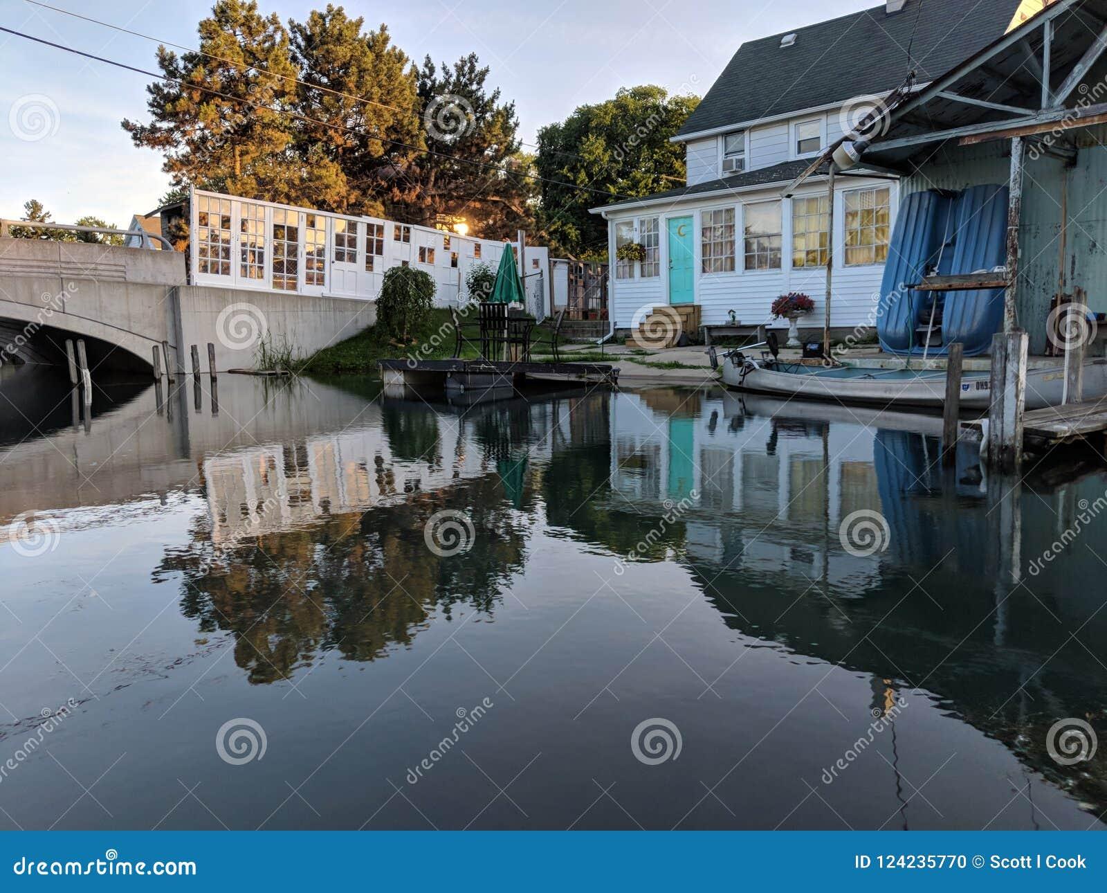 För Detroit för liten vik för huskanalräv artsy gulligt dörrar