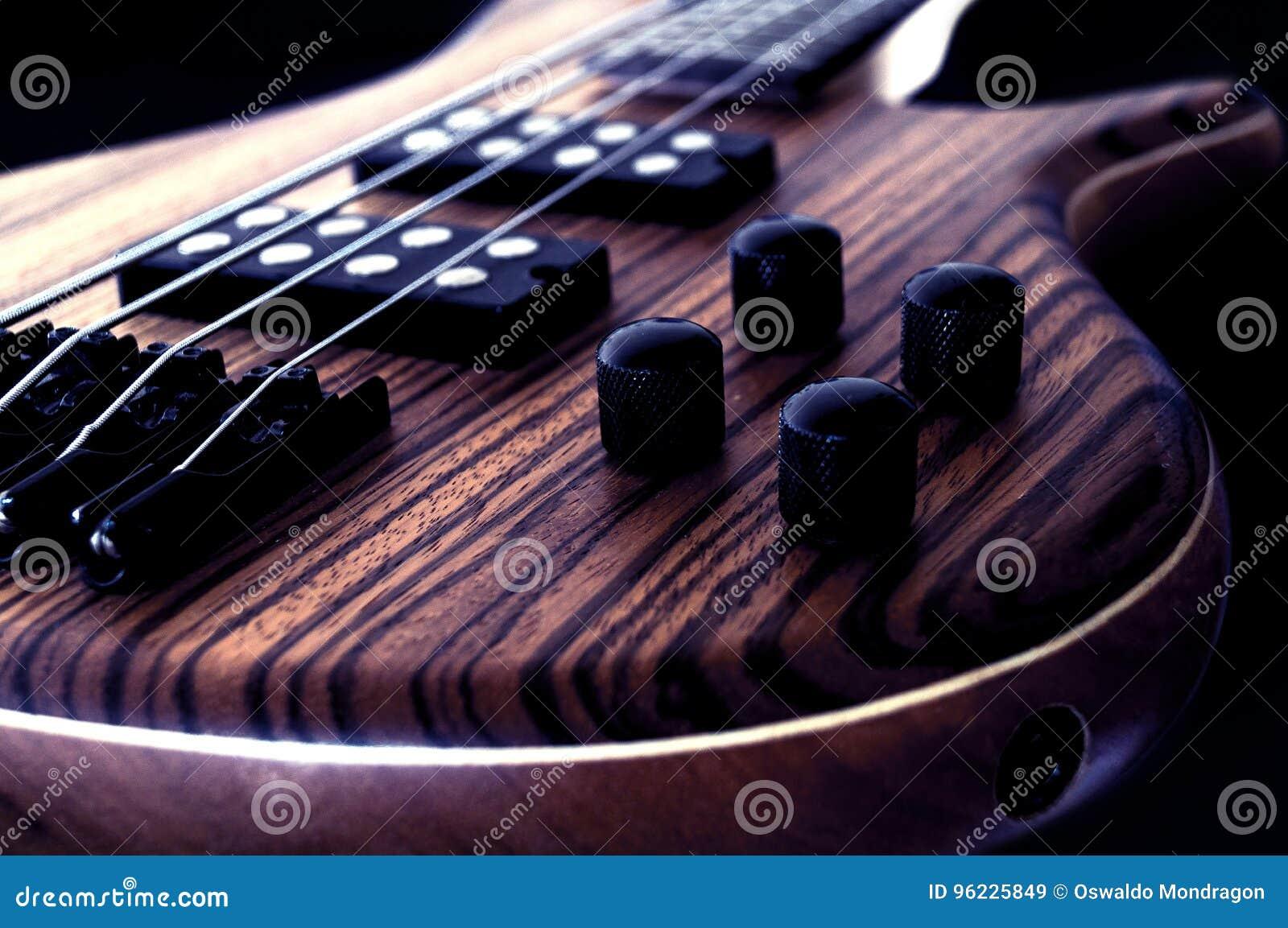 För dubai för 2011 band utföra för macy för jazz för bas- gitarr festival grå internationellt