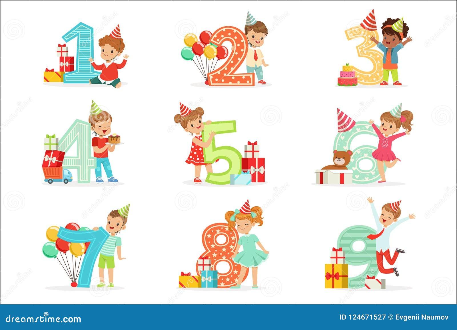 För födelsedagberöm för små barn uppsättning med förtjusande ungar som står bredvid de växande siffrorna av deras ålder