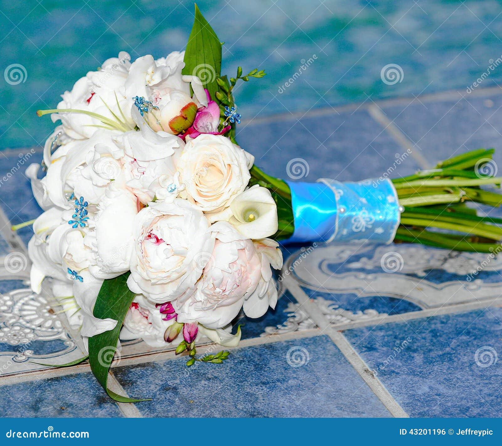 Download För Fokusförgrund För 3 Bukett Bröllop Arkivfoto - Bild av inbundna, blommor: 43201196