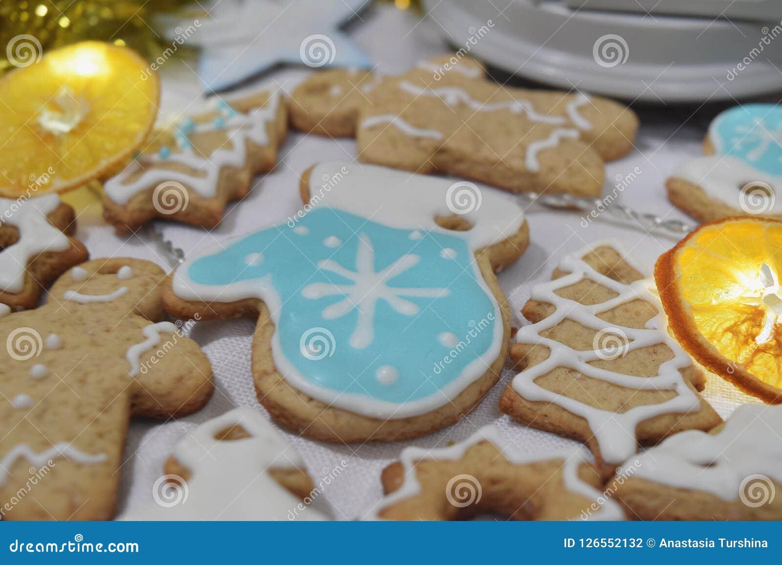 För Garland Dry för ljust rödbrun kakor för jul bakgrund Ch orange vinter
