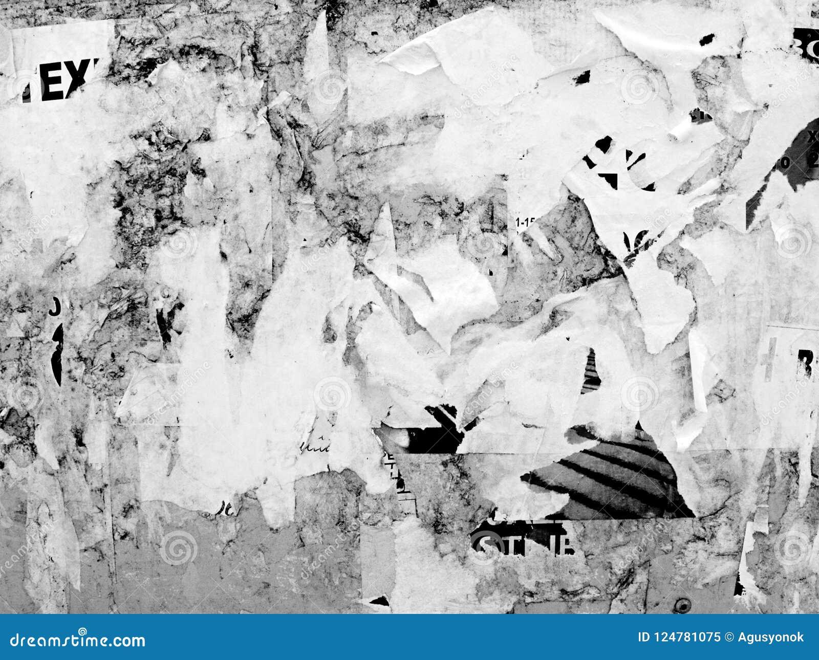 För Grungeväggar för tappning knövlade gammalt skrapat annonserande papper för affischen för affischtavlan sönderrivet, stads- ba