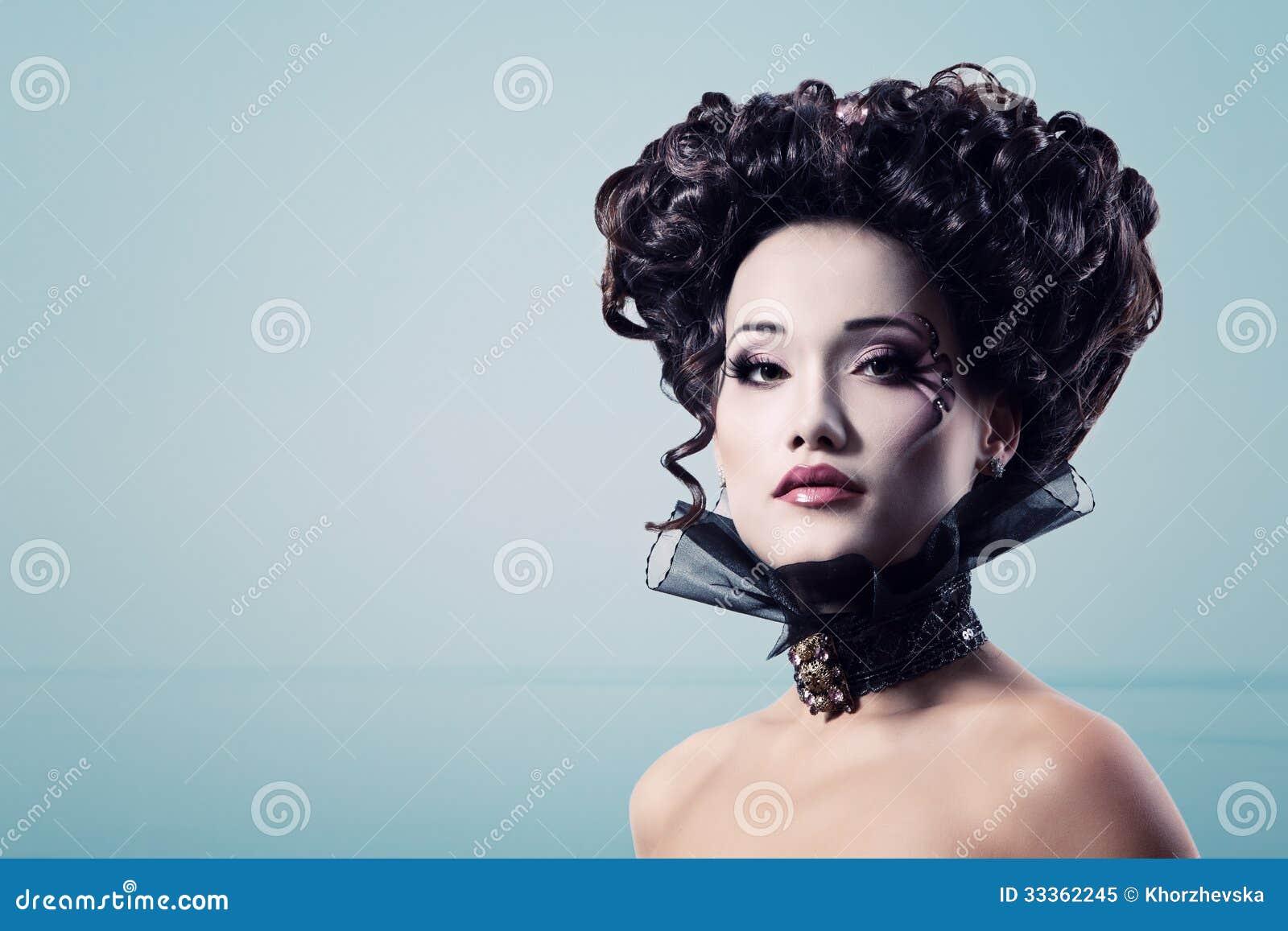 För halloween för kvinna härlig aristokrat för barock vampyr
