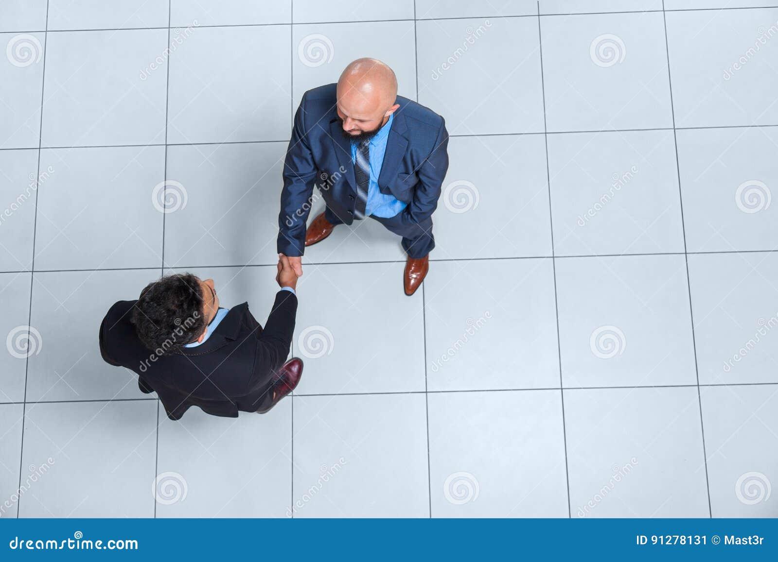 För Hand Shake Welcome för framstickande för affärsfolk sikt för bästa vinkel gest, affärsman Handshake