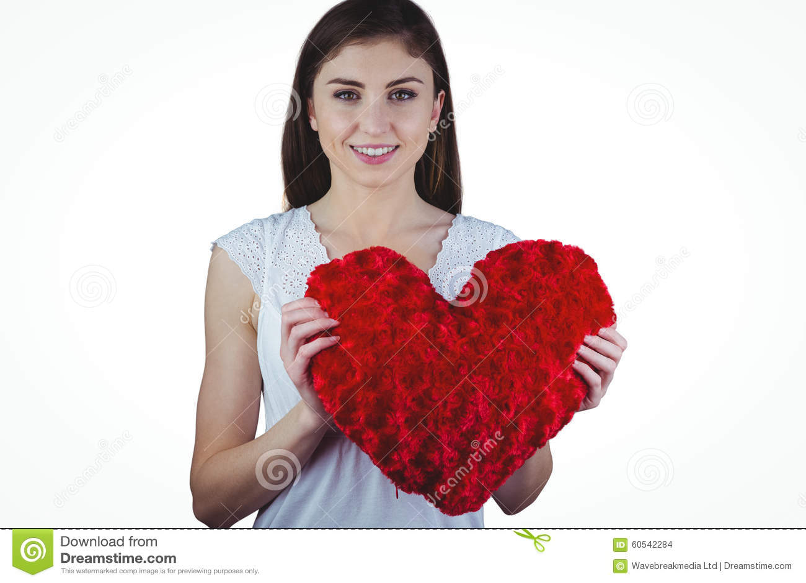 För hjärtaform för kvinna hållande kudde