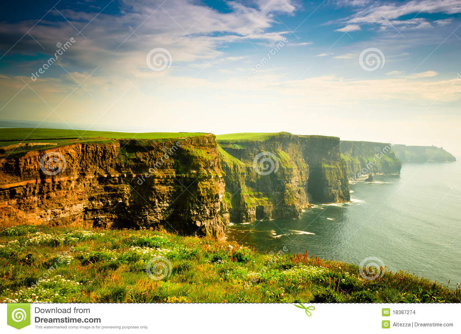För ireland för klippor molnig sky moher under