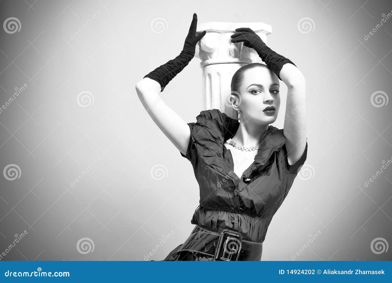 För modeflicka för bakgrund härlig grey