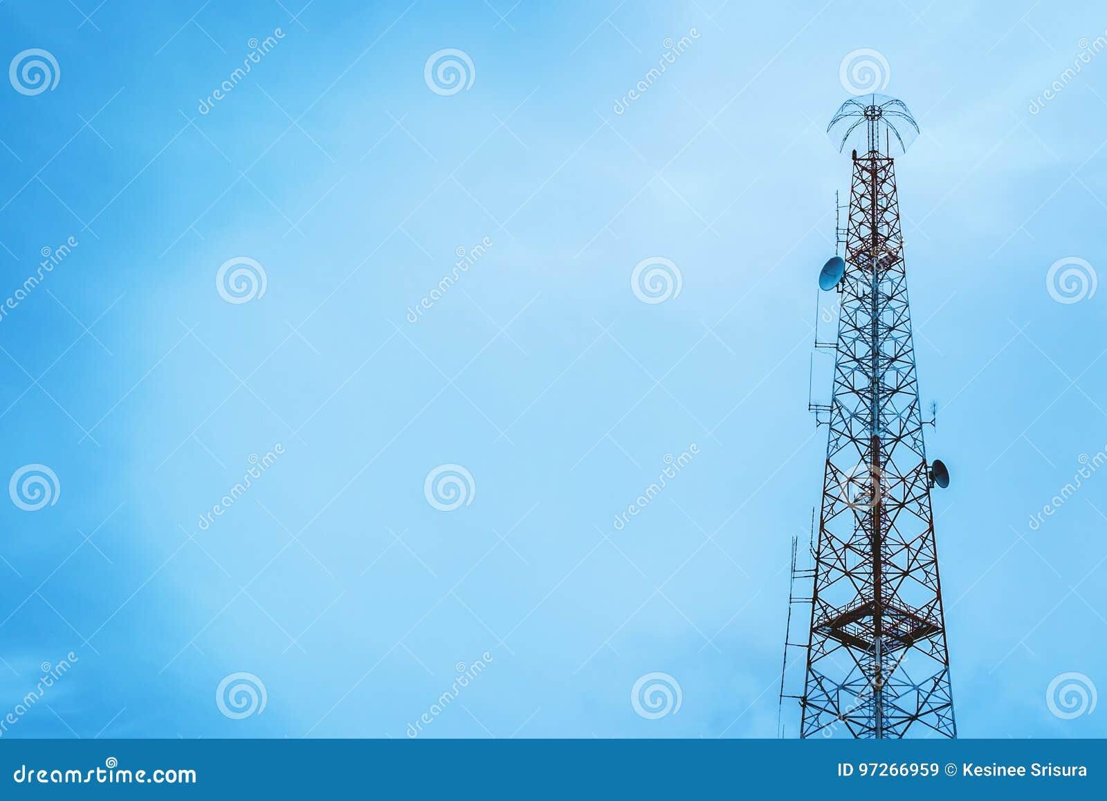 För moscow för områdesstadsdmitrov vinter för torn för telekommunikation natt