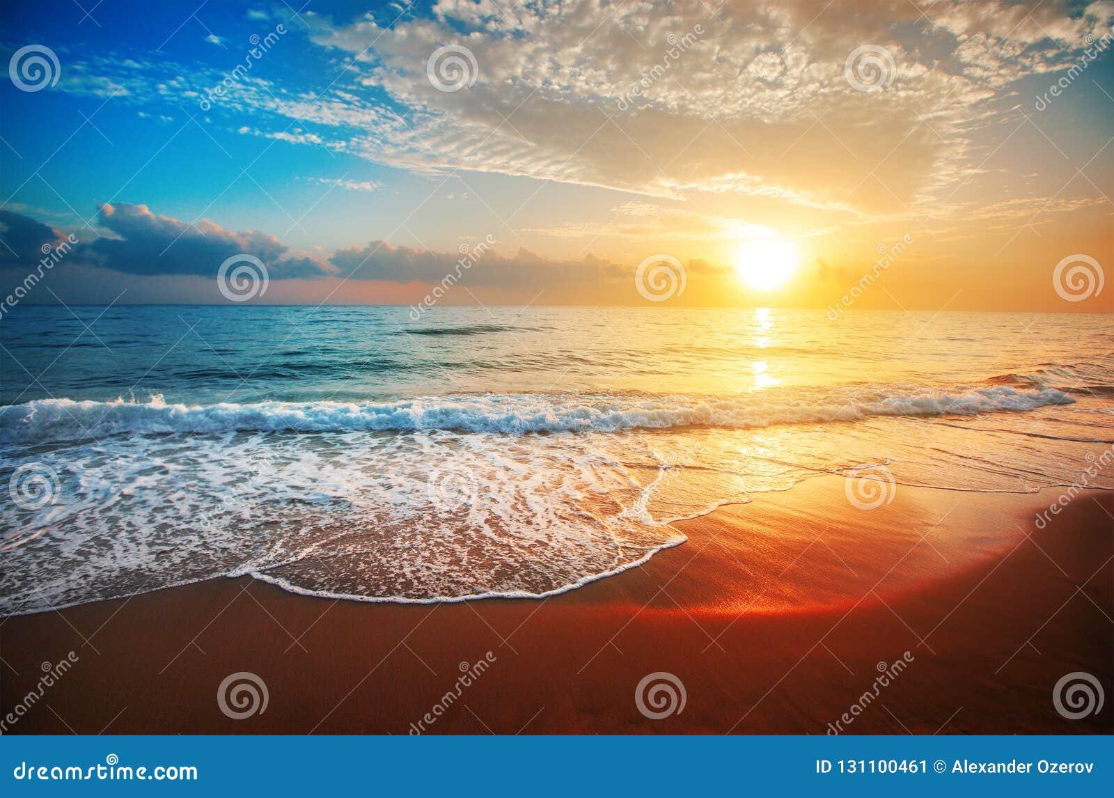 För panoramahav för liggande 3d solnedgång
