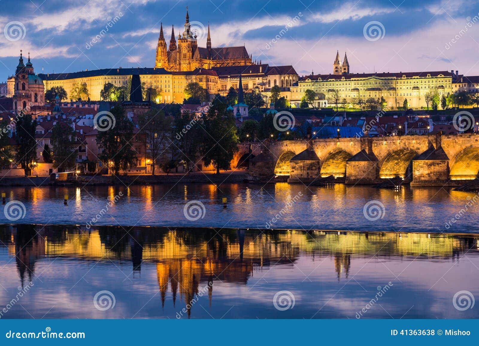 För prague för slottEuropa gammal foto vltava för lopp flod