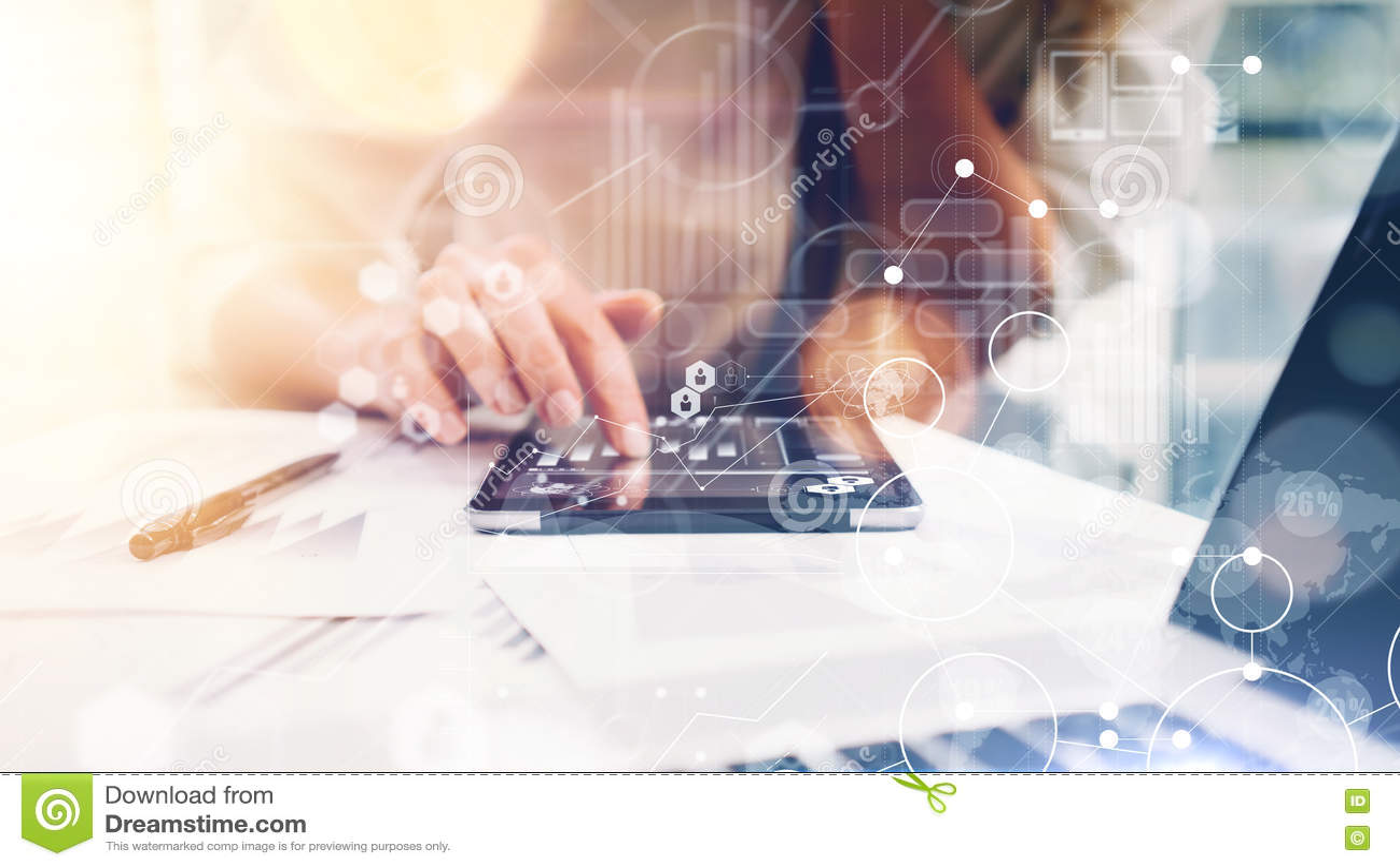 För symbolsinnovation för global strategi faktiska manöverenheter för graf Affärskvinnan analyserar möterapportprocess Marknadsfö