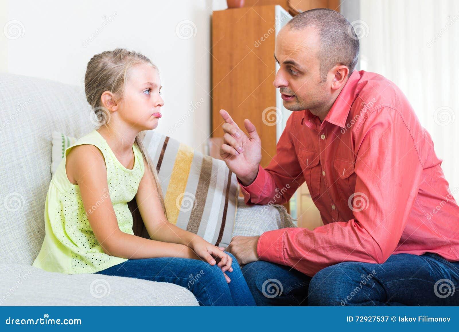 Förargad fader och barn