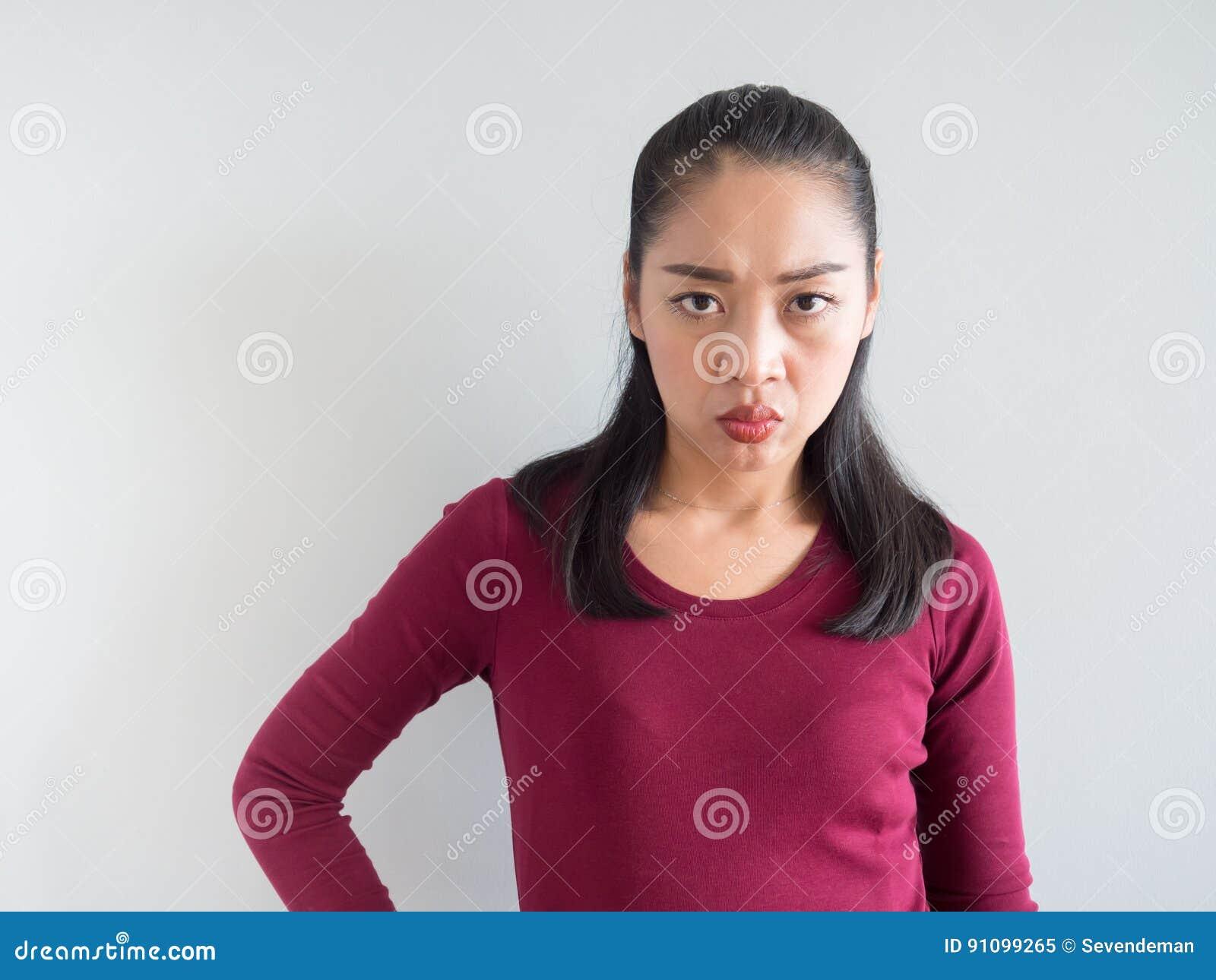 Förargad och olycklig kvinna