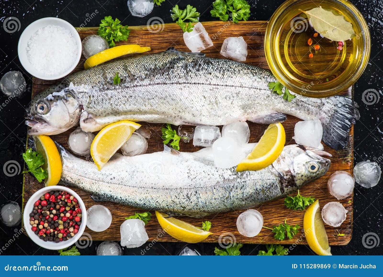 Förbereda den nya forellfisken för marinera
