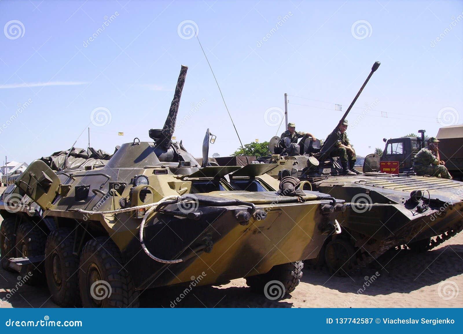 Förbereda rysk militär utrustning för stridövningar