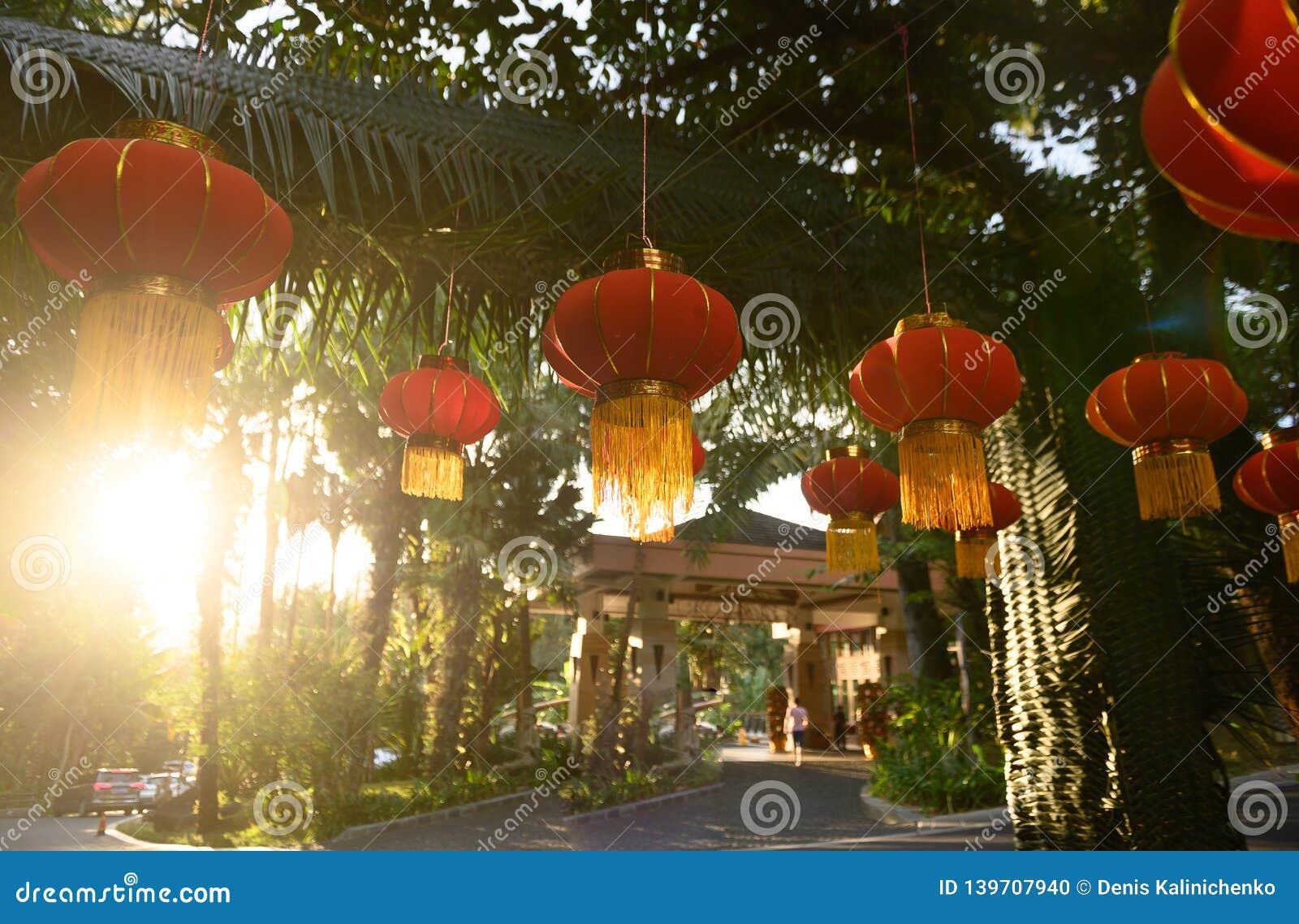Förbereda sig för det kinesiska nya året Röda lyktagarneringar