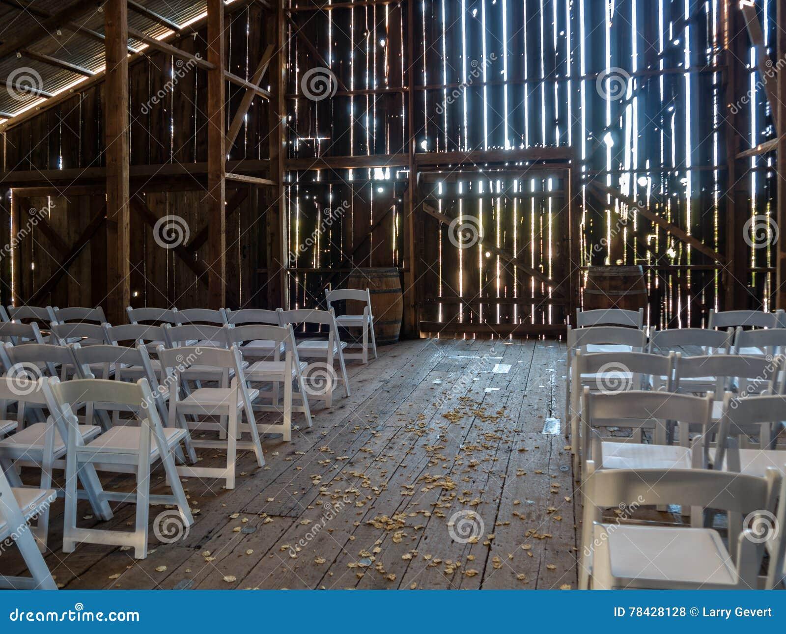 Förberedd ladugård för ett bröllop