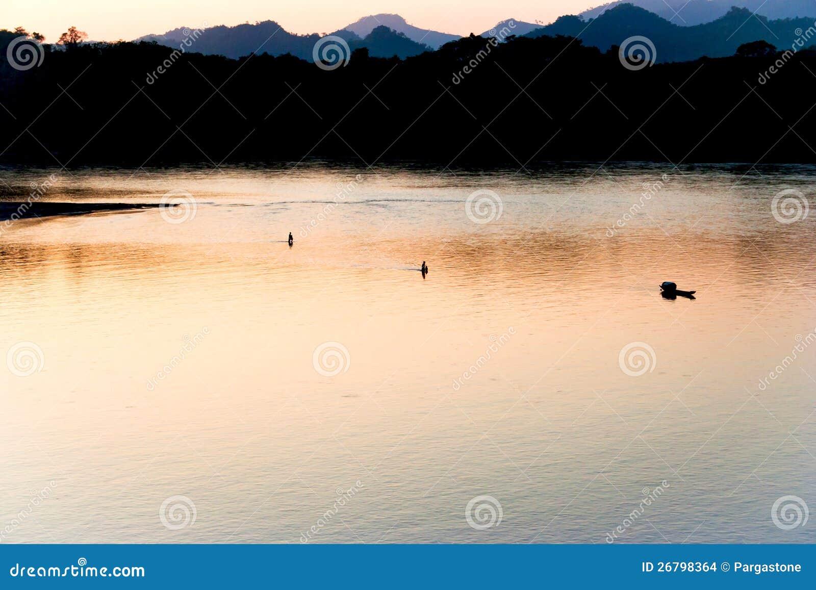 Förbluffa Mekong flod på solnedgången
