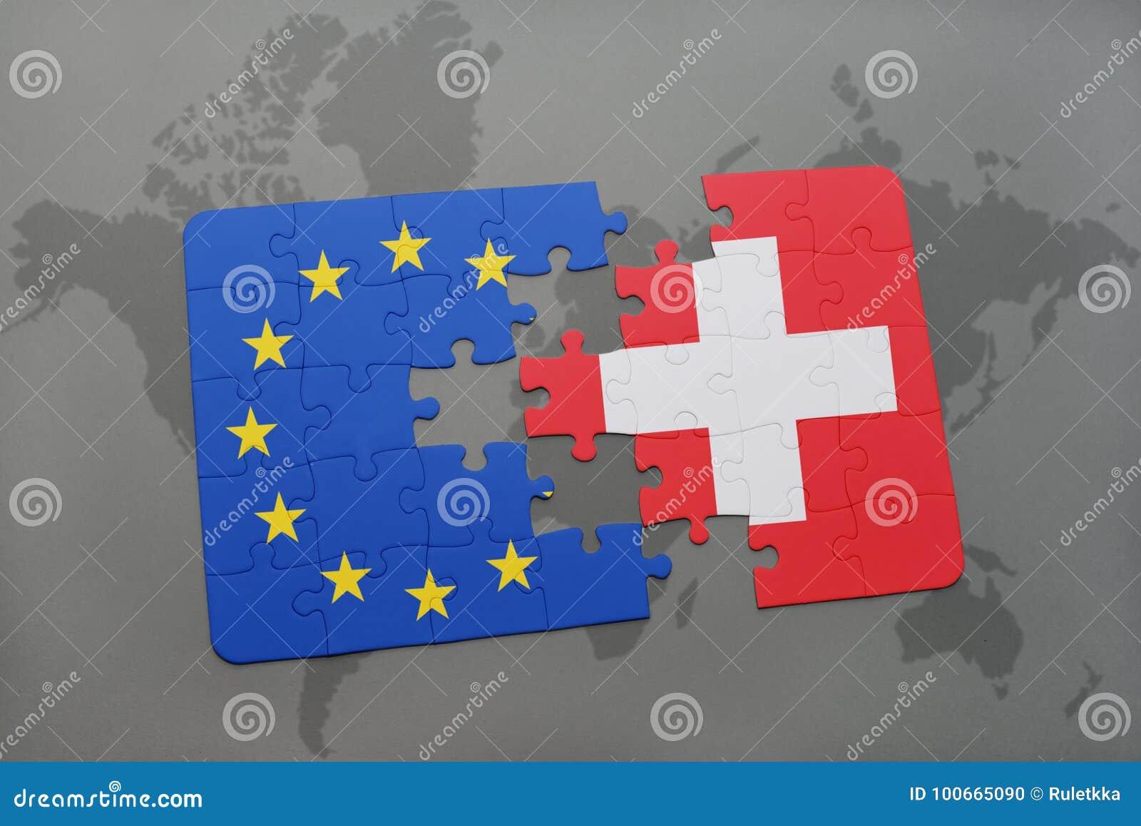 Förbrylla med nationsflaggan av Schweiz och europeisk union på en världskartabakgrund