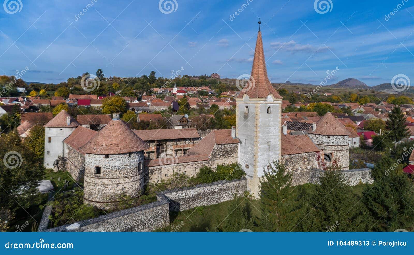 Fördärvar av den medeltida slotten Bethlen, Racos- Rumänien